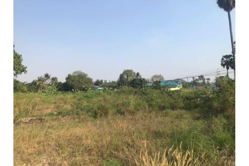 ที่ดิน 1-1-50 ไร่ ถนนบ้านสวน ชลบุรี