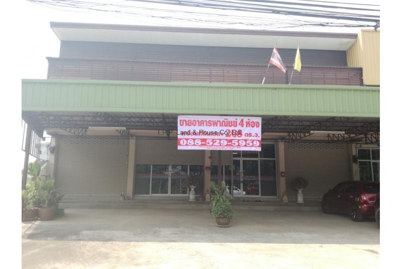 อาคารพาณิชย์ 2 ชั้น 4 ห้อง พร้อมที่ดิน 268 ตารางวา ติดถนน 304 (กบินทร์บุรี – ปักธงชัย)